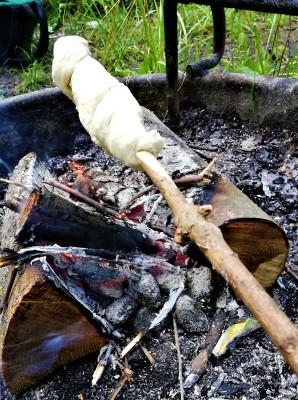 Snobrød klar til at blive bagt
